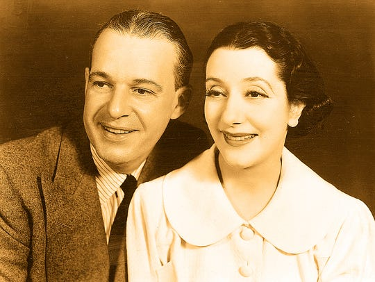 Actors Alfred Lunt and Lynn Fontanne sit for a portrait