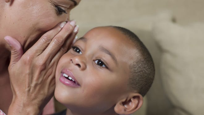 The way parents praise their children matters, psychologists say.