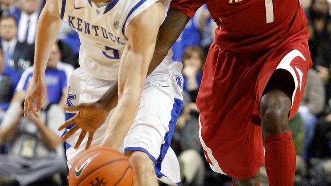 Kentucky's Jarrod Polson, left, is pressured by Arkansas' Mardracus Wade (1) during the first half of an NCAA college basketball game Thursday, Feb. 27, 2014, in Lexington, Ky. (AP Photo/James Crisp)