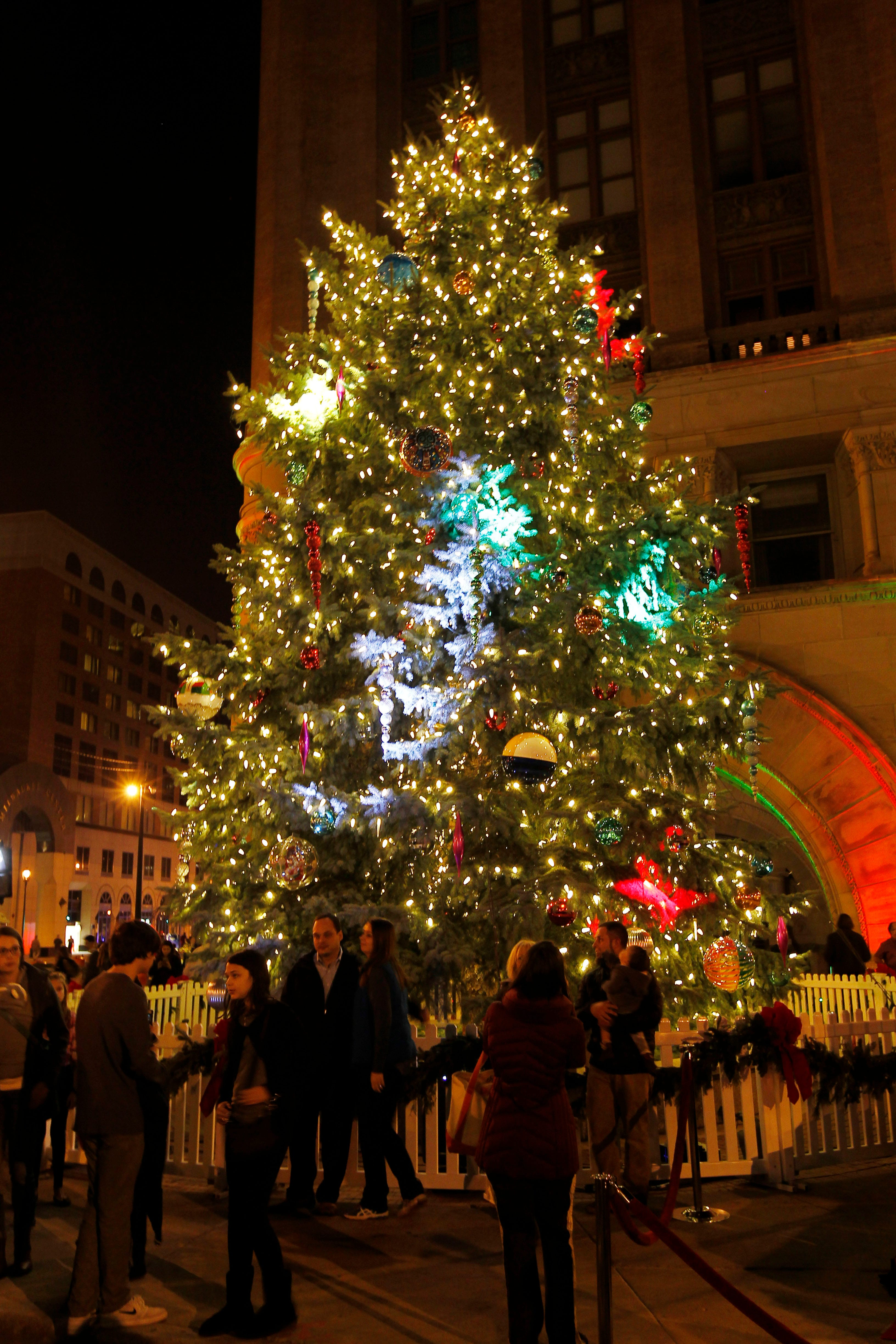 & Christmas 2017: Holiday tree lightings and displays in Milwaukee area azcodes.com