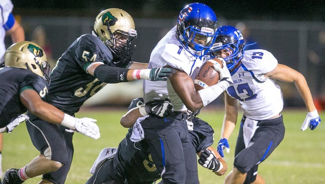 Chandler's N'Keal Harry carries the ball against Chandler Basha on Friday, October 2, 2015.