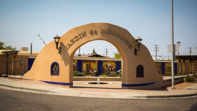 Jardín de Mesquite arch greets you as you enter the north side of the Mesquite Historic District.