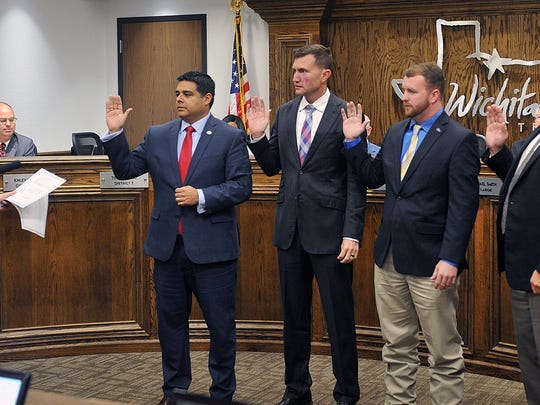 Tracy Norr, city clerk, swears in new and re-elected
