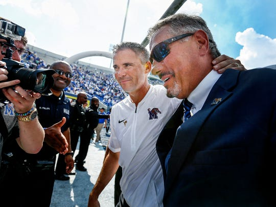 University of Memphis head coach Mike Norvell (middle)