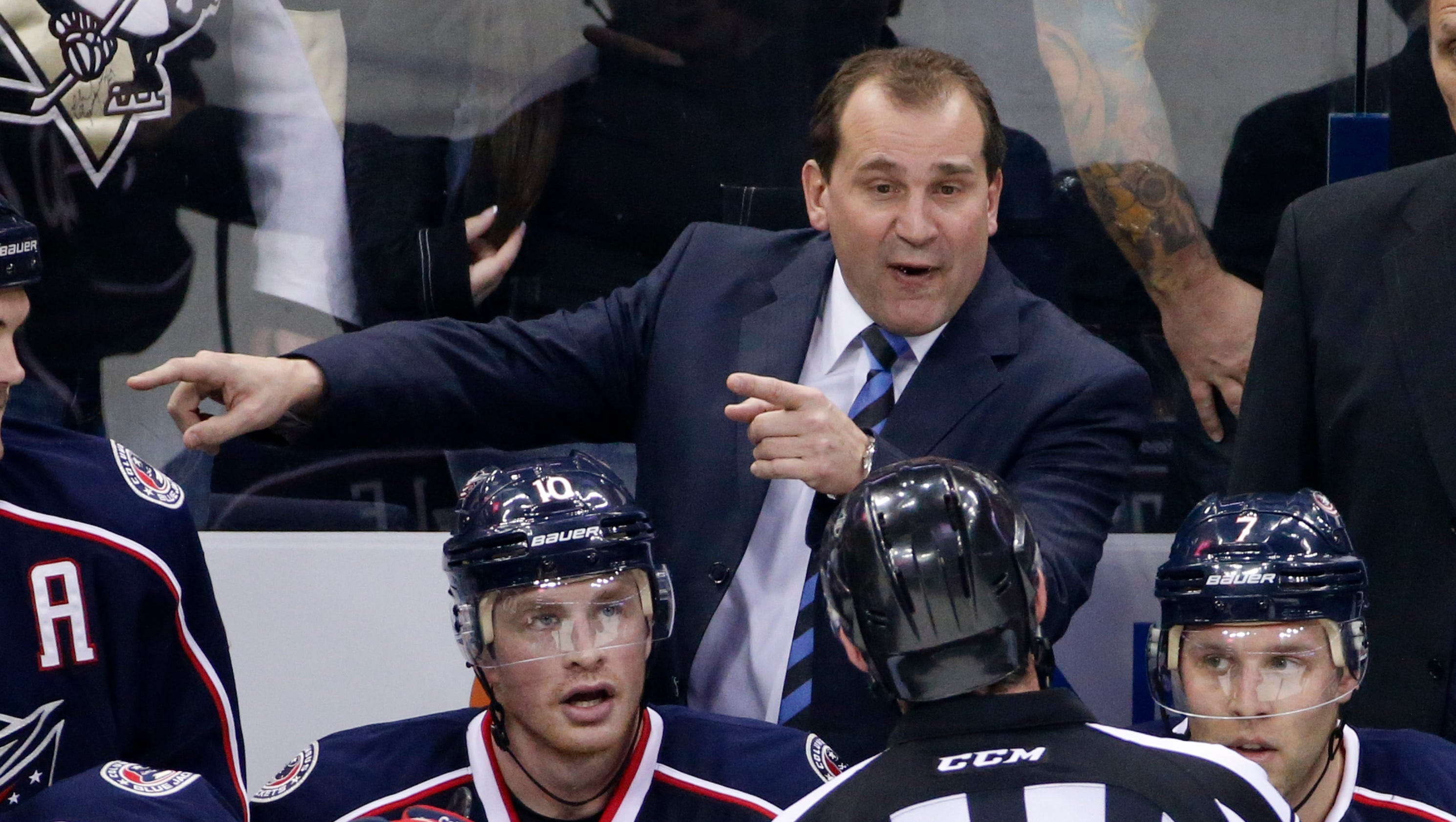 635992522826681310-ap-blue-jackets-coaching-cha