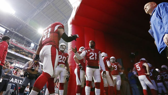 Arizona Cardinals' Kevin Minter (51) and Patrick Peterson (21) get ready to play against the Seattle Seahawks in NFL action January 3, 2016 in Glendale, Ariz.