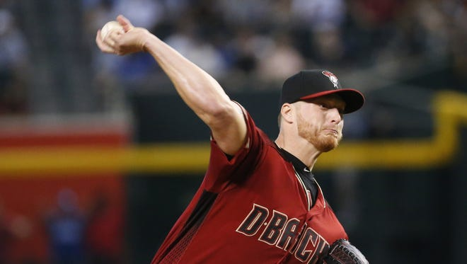 Arizona Diamondbacks starting pitcher Shelby Miller (26) throws against the Los Angeles Dodgers during the first inning at Chase Field in Phoenix, Ariz. April 23, 2017.