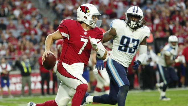 Arizona Cardinals quarterback Blaine Gabbert (7) runs against Tennessee Titans linebacker Erik Walden (93) during the fourth quarter at University of Phoenix Stadium in Glendale, Ariz., December 10, 2017.