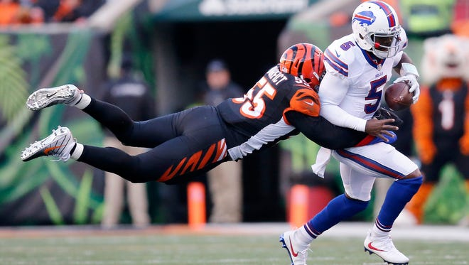 Buffalo Bills quarterback Tyrod Taylor (5) is tackled by Cincinnati Bengals outside linebacker Vontaze Burfict (55) Sunday.