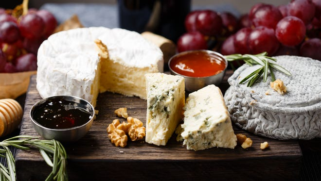 To cheese before or after dinner? Indeed, a serious question.