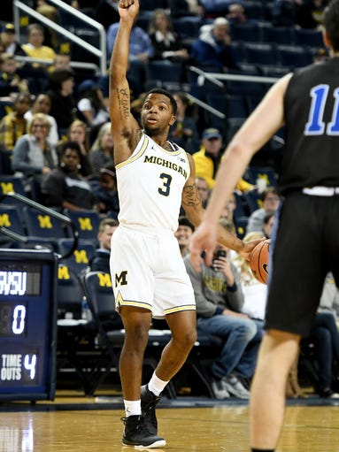 Michigan's Xavier Simpson brings the ball up the floor