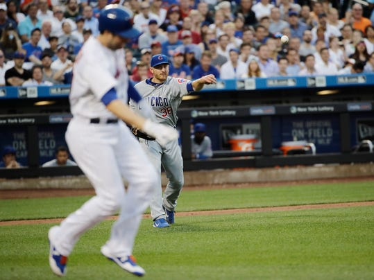 Neil Walker leaves Mets game with left leg injury  USA TODAY