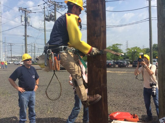 Pse Amp G Linemen Show How Dangerous Their Jobs Are