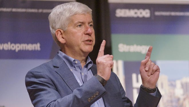 Gov. Rick Snyder stopped by the SEMGOG meeting to say a few words and answer questions.