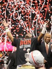 Ohio State's Ezekiel Elliott celebrates the Buckeyes