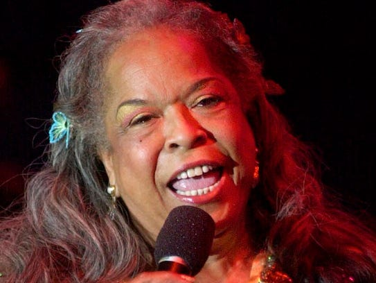 Detroit native Della Reese sings at the Detroit 300