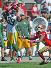 Green Bay Packers receiver James Jones (89) makes a catch against San Francisco 49ers cornerback Kenneth Acker (20) at Levi's Stadium.