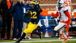 Michigan running back Karan Higdon rushes for a touchdown