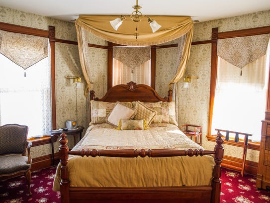 Victorian bed and breakfast a amazing deluxe project on for A host and hostess for the bed breakfast