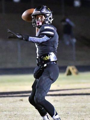 Fairview quarterback Kam Harris-Lusk