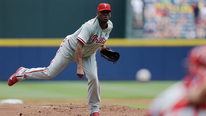 Phillies starting pitcher Roberto Hernandez throws in the first inning Wednesday.