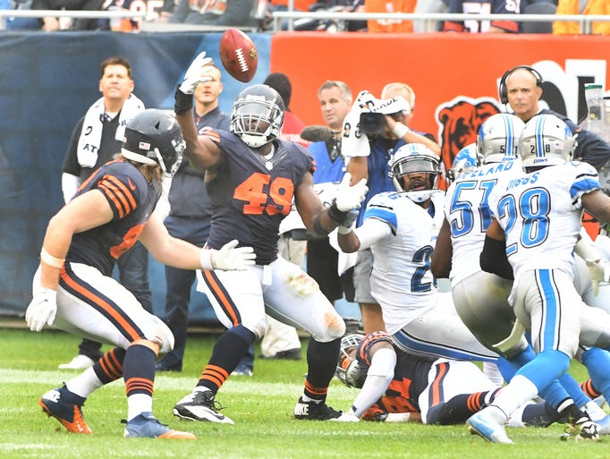 Bears linebacker Sam Acho recovers the Lions on-side