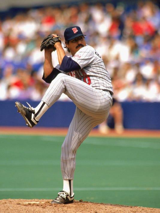 Juan Berenguer pitchs