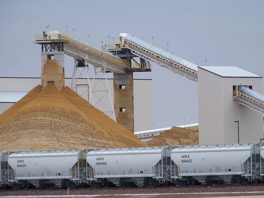 IMG_Fracking_Sand_Mining_4_1_2BQ5ARQ.jpg_20120106.jpg
