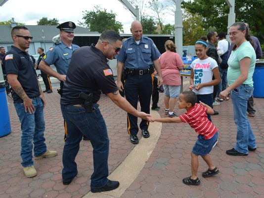 635844959847683771-CHLBrd-10-01-2015-Daily-1-A002--2015-09-30-IMG-Cop-Lunch-2-002-5-1-KSC2EE35-L683289297-IMG-Cop-Lunch-2-002-5-1-KSC2EE35.jpg