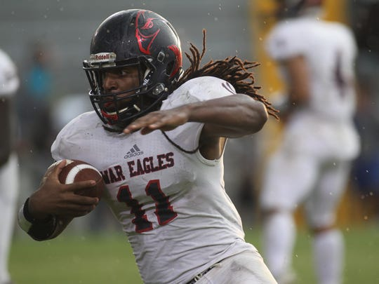 Wakulla running back Demarcus Lindsey takes off around