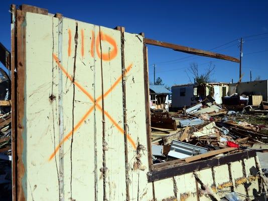 636208601992585602-Tornado-downtown-coverage7.jpg