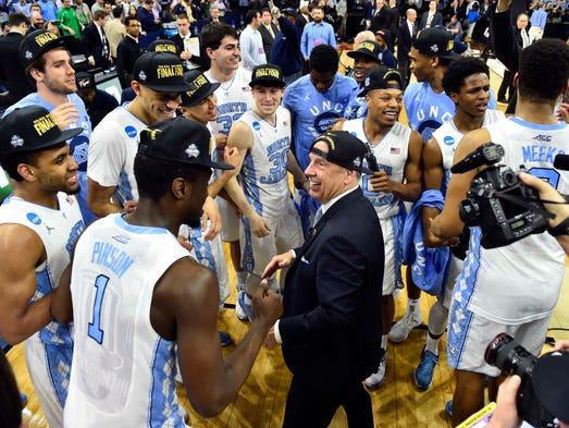 North Carolina Tar Heels head coach Roy Williams (center)