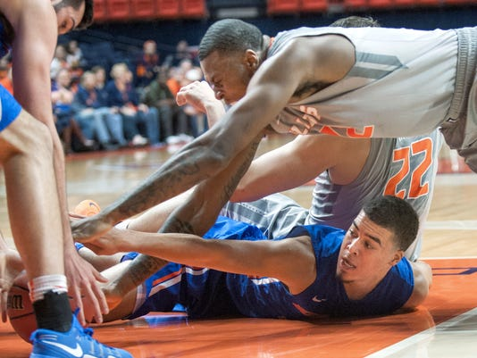 Illinois forward Leron Black (12) and Boise State guard Alex Hobbs (34) go after a loose ball during an NCAA college basketball game in the NIT, in Champaign, Ill., Monday, March 20, 2017. (Robin Scholz/The News-Gazette via AP)