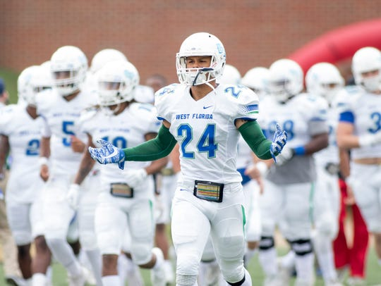 Trent Archie (24) and Argo teammates take the field