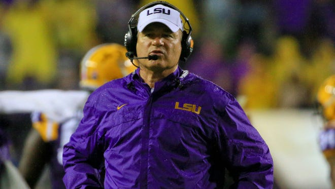Former LSU head coach Les Miles is reportedly interested in the head coaching position at Oregon State.