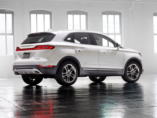 lincoln reveals mkc for hot small suv market. Black Bedroom Furniture Sets. Home Design Ideas