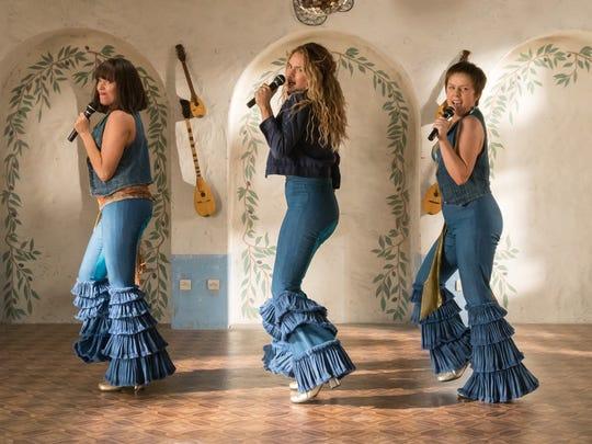 Tanya (Jessica Keenan Wynn), Donna (Lily James) and