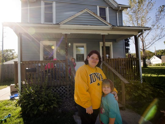 Melissa Smith and her daughter Natalee, 5, stand in front of their home on 5th St. N.W. in Cedar Rapids Monday, Sept. 26, 2016.