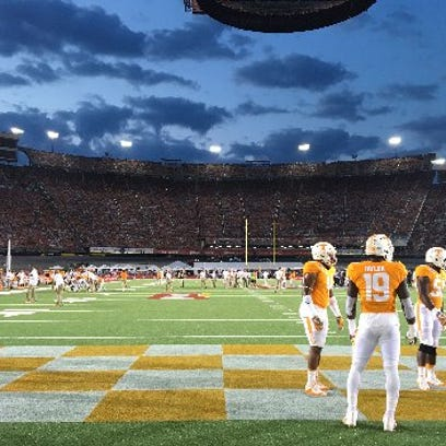 Vols warm up before the record crowd at the Battle