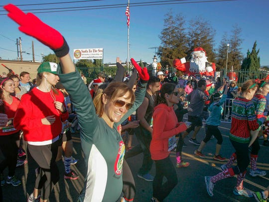 Racers start the 2015 Santa to the Sea half marathon