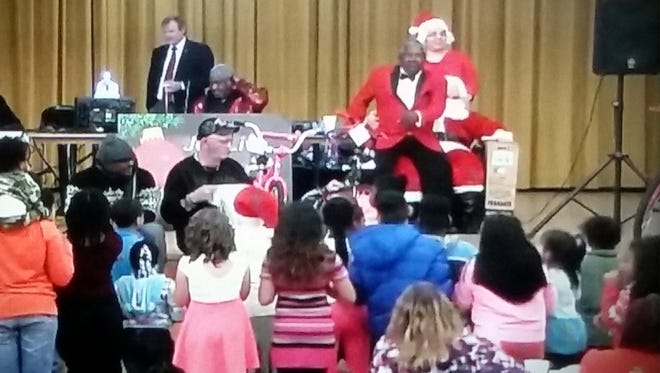 Rock and Roll Hall of Fame singer Charlie Thomas entertained attendants at the Joe Live 26 Christmas program.