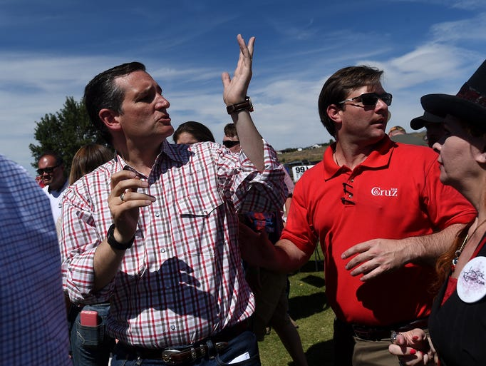 Ted cruz motions to the crowd during the nevada pac 39 s for Ted s fish fry