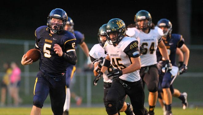 Wausau West's Jakob Tordsen heads downfield against D.C. Everest earlier this year. The Warriors host top-ranked Kimberly Friday.