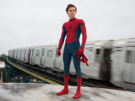 Peter Parker (Tom Holland) juggles school life and