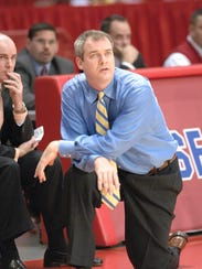 Steve Pikiell coaching Stony Brook in 2007