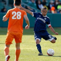 Farmersville High grad Jose Cuevas kicks off season with Fresno FC