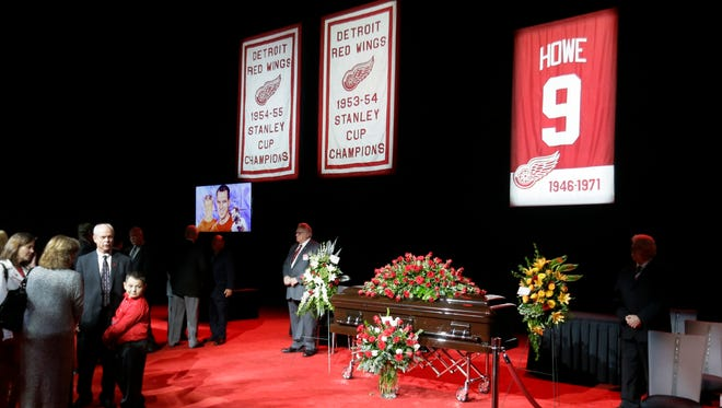 Fans pay their respects to Gordie Howe at Joe Louis Arena, the home of the Detroit Red Wings, on Tuesday, June 14, 2016.