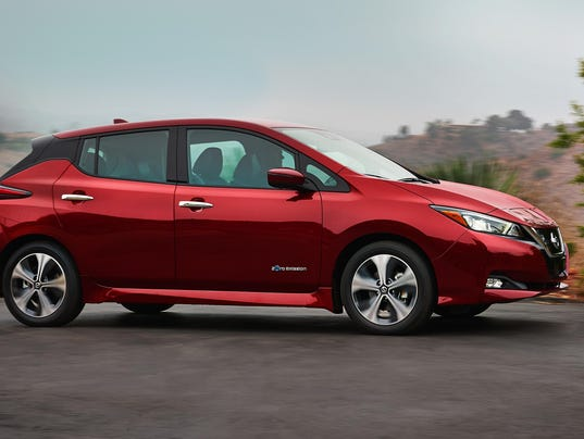 2018_Nissan_LEAF_US_12
