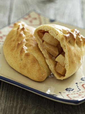Yeast pastry with apples