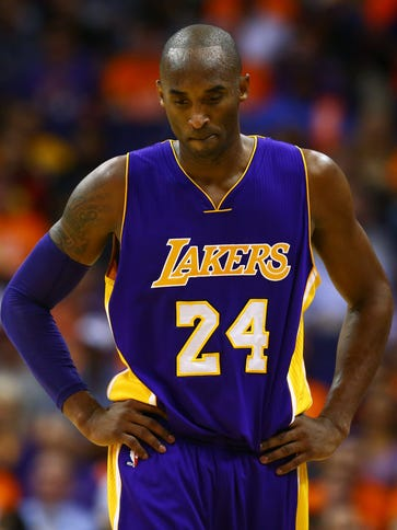 Kobe Bryant puts his head down during a loss to the